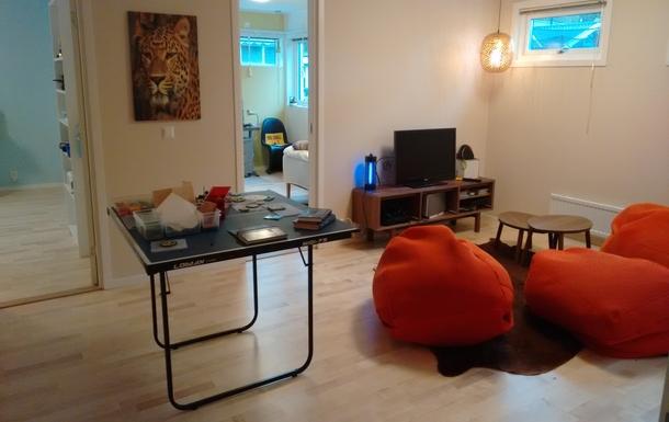 BoligBytte til,Sweden,Stockholm, 30k, NW,Childrens livingroom tabletenni chill out