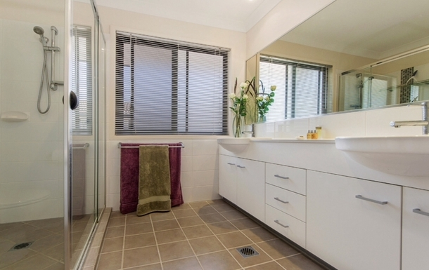 Home exchange in,Australia,Merrimac,En suite bathroom