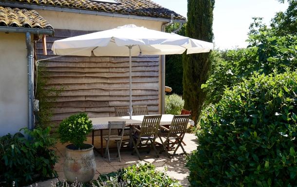 BoligBytte til,France,Cognac, 73k, N,Dining patio - evening sunshine