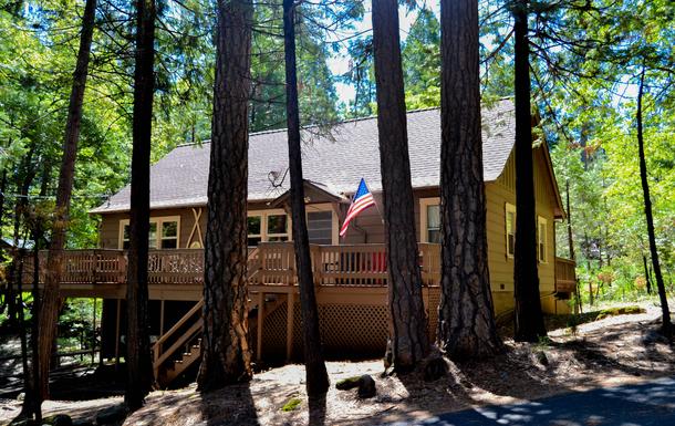Street view of the Bigfoot Lodge in Twain Harte CA