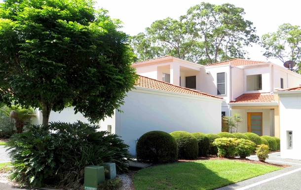 Home exchange in,Australia,COFFS HARBOUR,Front of villa - gardens are tended by a gardener