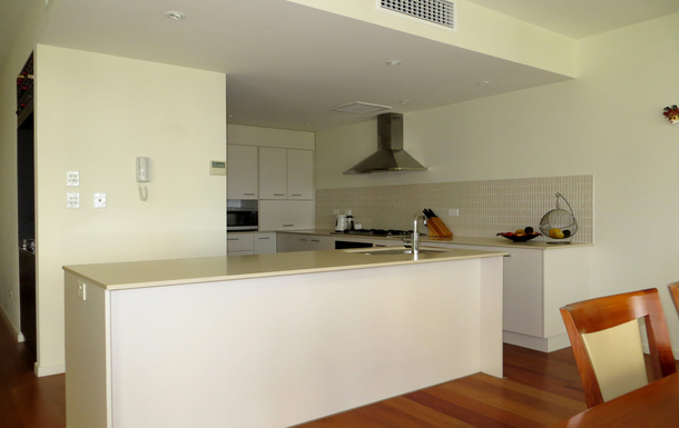 Home exchange in,Australia,COFFS HARBOUR,Kitchen has a 6-burner gas cooker and a dishwasher