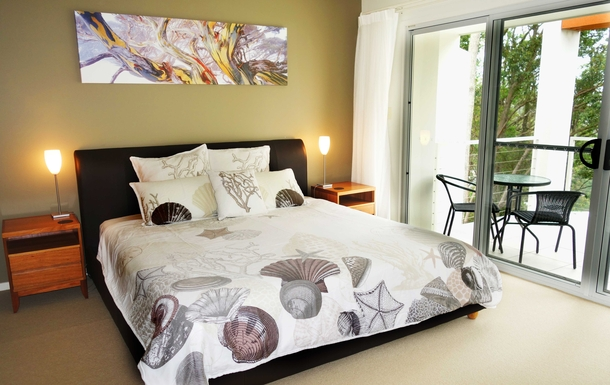 Home exchange in,Australia,COFFS HARBOUR,Main bedroom with king-size bed