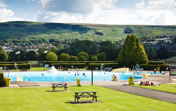 Ilkley Moor Lido (25 mins drive from the house)