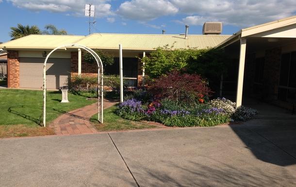 Home exchange in,Australia,BENALLA,Front of house showing garage/workshop