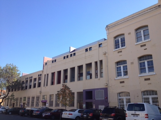 Home exchange in,Australia,FITZROY,Universal Apartments - purple entrance