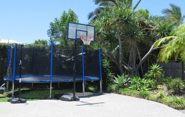 Home exchange in,Australia,peregian springs,Long front driveway with trampoline and basketball