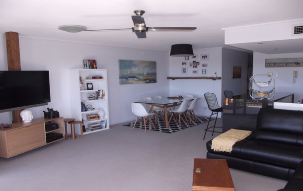 Home exchange in,Australia,Birtinya,Spacious dining area and large screen TV