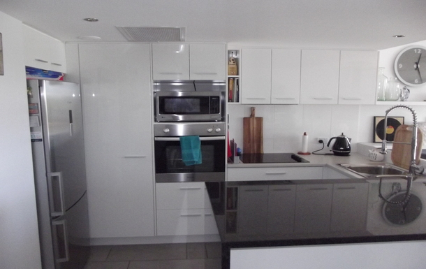 Home exchange in,Australia,Birtinya,Modern & functional Kitchen with granite bench top