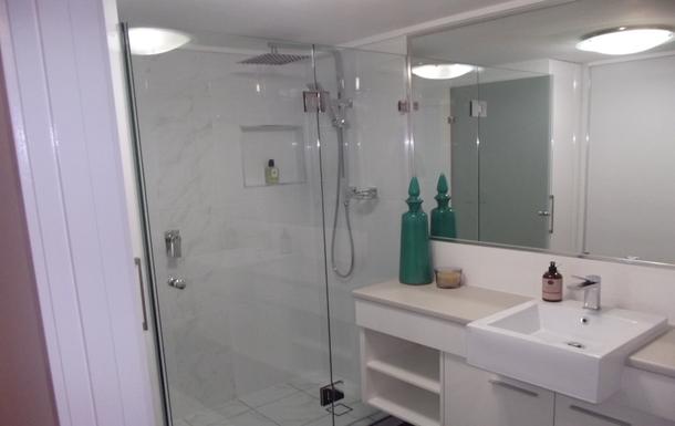 Home exchange in,Australia,Birtinya,Main Bathroom