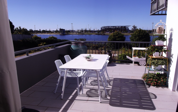 Home exchange in,Australia,Birtinya,Alfresco Dining from our large L-shaped balcony