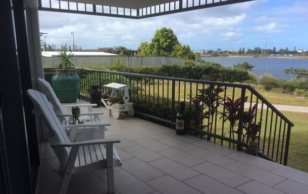 Home exchange in,Australia,Birtinya,Ideal location for coffee/wine & reading a book