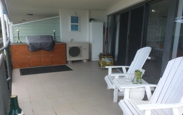 Home exchange in,Australia,Birtinya,Gas BBQ on the balcony overlooking the lake