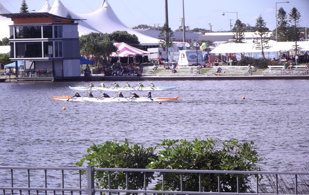 Home exchange in,Australia,Birtinya,Watching a regatta from our balcony