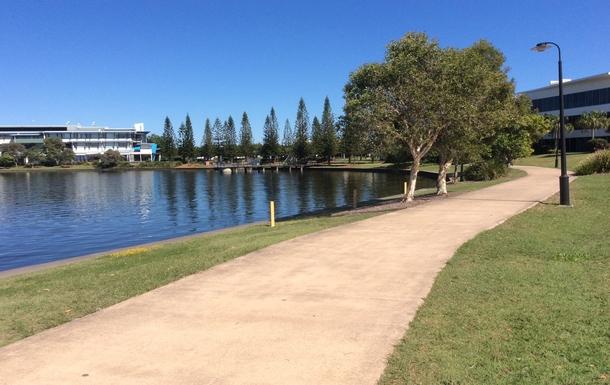 Home exchange in,Australia,Birtinya,5km pathway/cycleway sroounding the lake