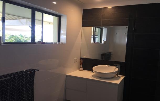 Home exchange in,Australia,WOOLGOOLGA,Master Bedroom Ensuite - Vanity