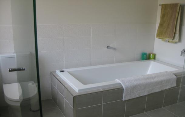 Home exchange in,Australia,Korora,downstairs bathroom
