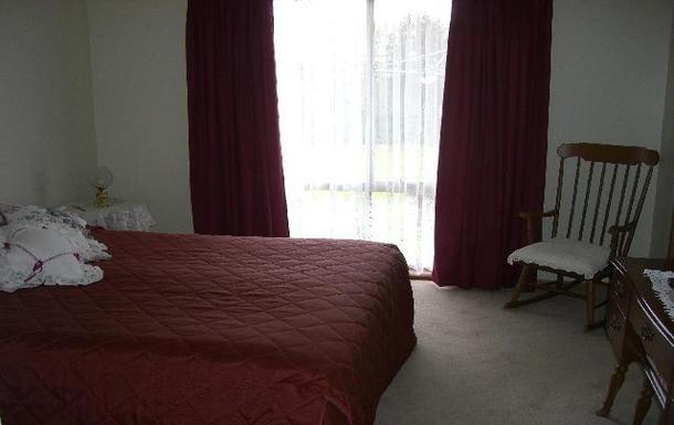 Home exchange in,Australia,BENALLA,Main bedroom has walk-in robe & ensuite
