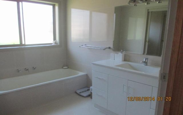 Home exchange in,Australia,BENALLA,Main bathroom (recently renovated)