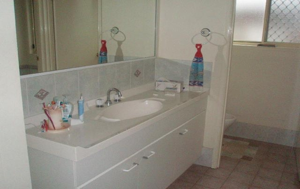 Home exchange in,Australia,ANNA BAY,Three way bathroom with separate toilet and shower