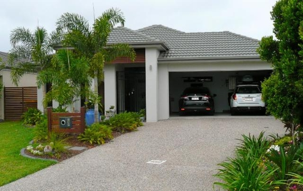 Home exchange in,Australia,BANKSIA BEACH,House frontage from the street
