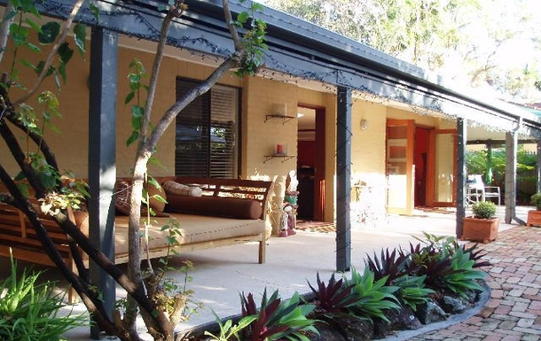 Home exchange in,Australia,BYRON BAY,Our front courtyard and daybed - this is a very pr