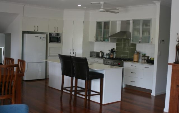 Home exchange in,Australia,POTTSVILLE,View to kitchen from lounge room.