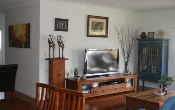 Home exchange in,Australia,POTTSVILLE,Lounge room with a nice big telly for some R & R.