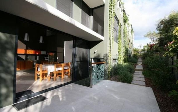 Home exchange in,Australia,POTTSVILLE,Pottsville townhouse opening doors to patio & deck