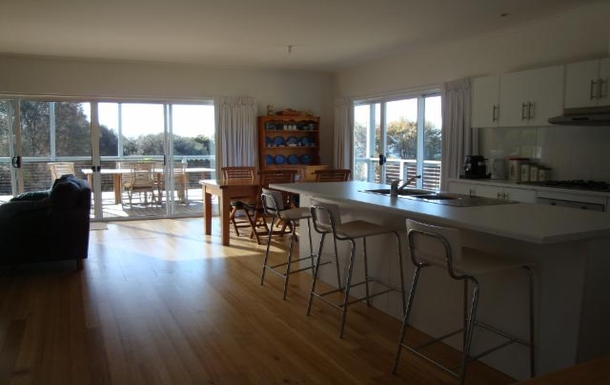 BoligBytte til,Australia,PENNESHAW,Open plan living/dining/kitchen overlooks the sea