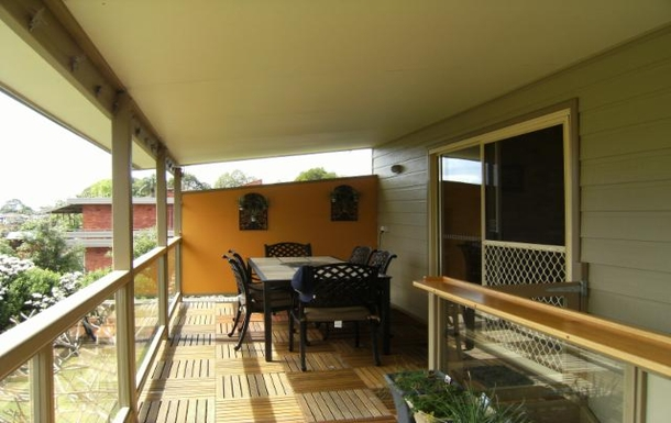 Home exchange in,Australia,COFFS HARBOUR,Eating area on back deck