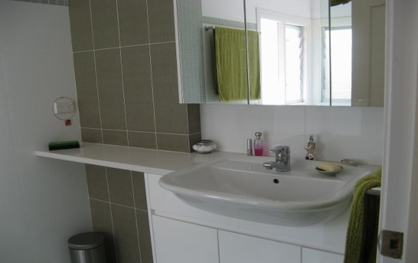 Home exchange in,Australia,CAMPERDOWN,Bathroom (has separate shower and bath)