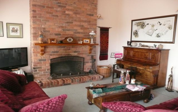 Home exchange in,Australia,ARTHURS SEAT,Wood fired, open fire place in main lounge room.