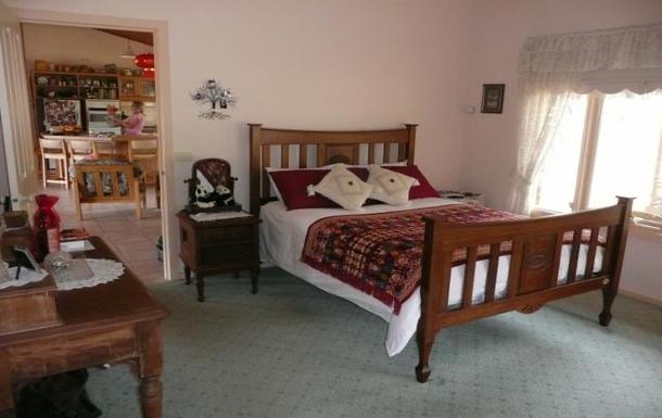 Home exchange in,Australia,ARTHURS SEAT,Master bedroom.