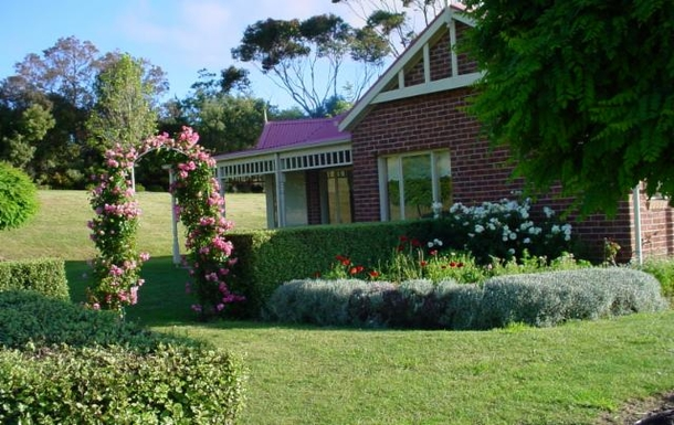 Home exchange in,Australia,ARTHURS SEAT,Garden view of house.