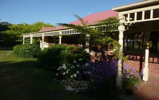 Home exchange in,Australia,ARTHURS SEAT,Rear garden view of house.
