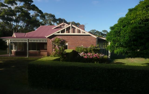 Home exchange in,Australia,ARTHURS SEAT,Side view of house.