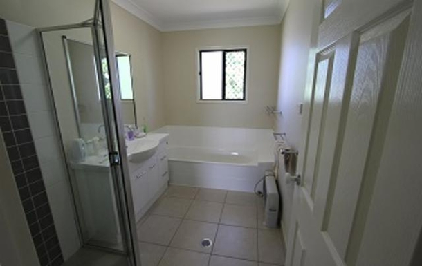 Home exchange in,Australia,TOWNSVILLE,Family bathroom