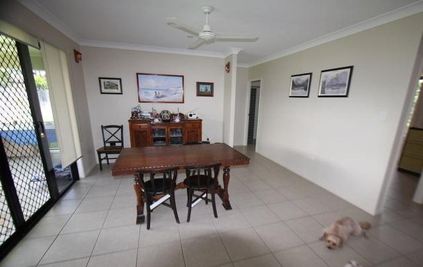 BoligBytte til,Australia,TOWNSVILLE,Dining room - kitchen on right out of view