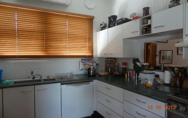 Home exchange in,Australia,WOOLOOWIN,Kitchen-trying to keep out the sunlight!