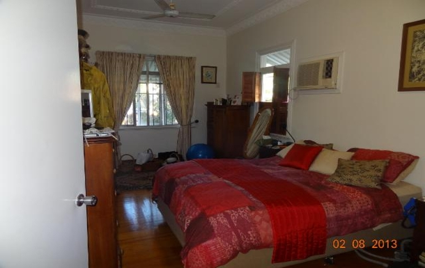 Home exchange in,Australia,WOOLOOWIN,Our long, large main bedroom