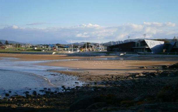 Home exchange in,Australia,DEVONPORT,Bluff Beach - 2 minute drive