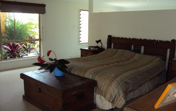 Home exchange in,Australia,POONA,Very large and roomy Master bedroom