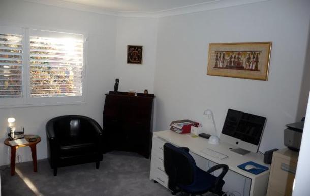 Home exchange in,Australia,LANE COVE,Study - computer, wi-fi, 400 DVD's, 350 novels.