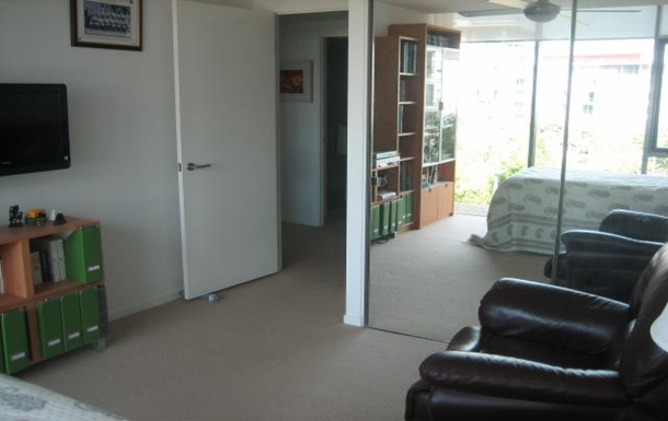 Home exchange in,Australia,PARADISE POINT,Bedroom 3. Single bed, TV reading room