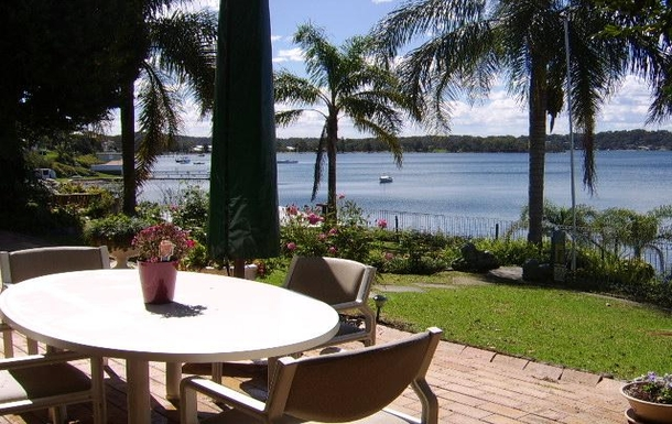 Home exchange in,Australia,FISHING POINT,Waterfront outside dinning