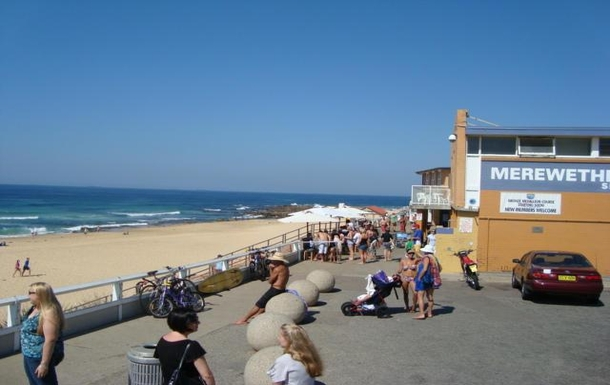 "Home exchange in,Australia,MEREWETHER,Our little ""Blue door"" cafe near by"