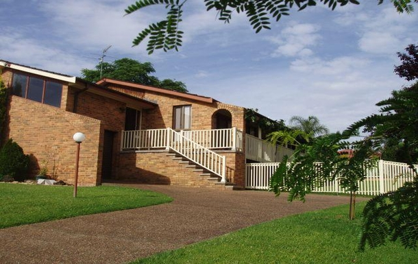 Home exchange in,Australia,COORANBONG,Comfortable home with long north-facing verandah t