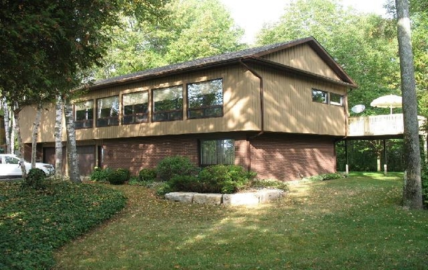 Large, lakefront home in Port Elgin, Ontario
