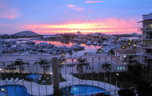 BoligBytte til,Mexico,Mazatlan,Another sunset over the pool and marina